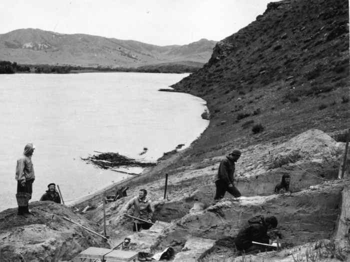 Excavation in 1976 of the Ust'-Kyakhta-3 site located on right bank of the Selenga River in the vicinity of Ust-Kyakhta village in the Kyakhtinski Region of the Republic of Buryatia (Russia). / Credit: A. P. Okladnikov