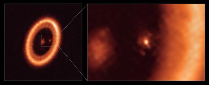 An ALMA image shows a wide view, the star PDS 70 is at the center (left) & close-up (right) views of the moon-forming disc around PDS 70c. In right, the circumplanetary disc is center-front & a larger circumstellar ring-like disc takes up most of the right-hand side. PDS 70b isn't seen. Credit: ALMA (ESO/NAOJ/NRAO)/Benisty et al.