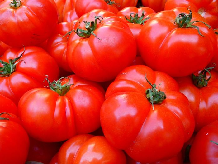 Watch the video above to learn about all the ways that tomatoes benefit your health! Photo: Pixabay