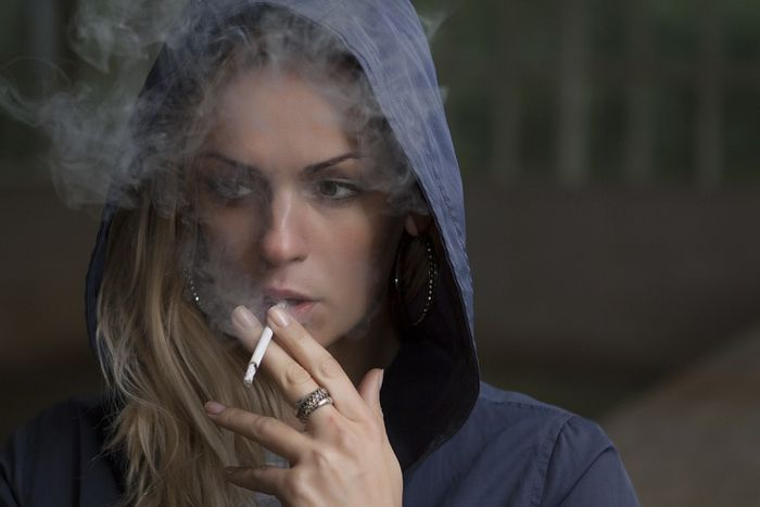 Some cancers are associated to stigmatized behaviors, like smoking. Photo: Pixabay