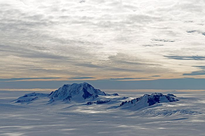 Mountains along the Hobbs Coast in Marie Byrd Land. Photo: NASA's ESPO