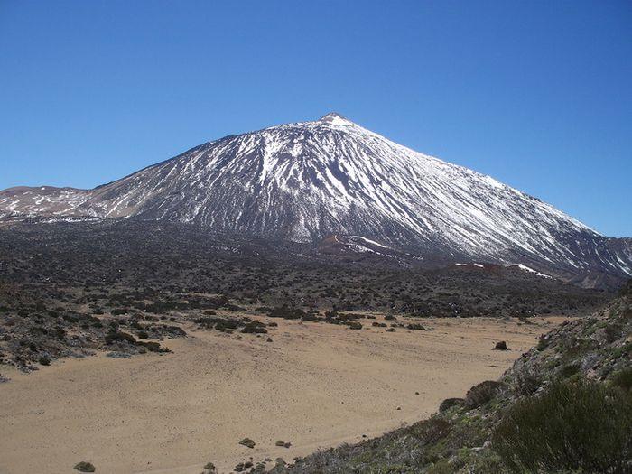 El Tiede Mountain is an active volcano. Photo: Mountain Forecast