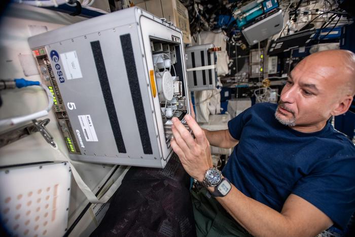 ESA astronaut Luca Parmitano during installation of the Biorock experiment. / Credit: NASA