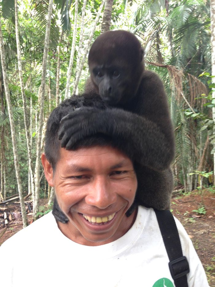 A local guide with Rafa perched atop his head