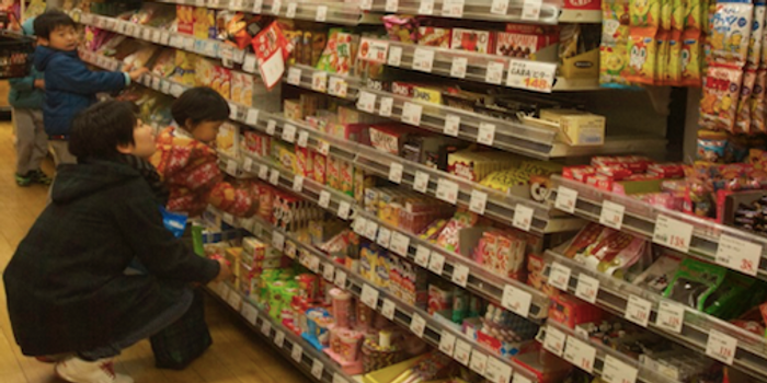 Children select snacks. / Credit: Carmen Leitch