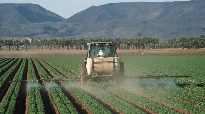 Pesticide application on leaf lettuce in Yuma, Arizona / Credit: Jeff Vanuga Source: NRCS