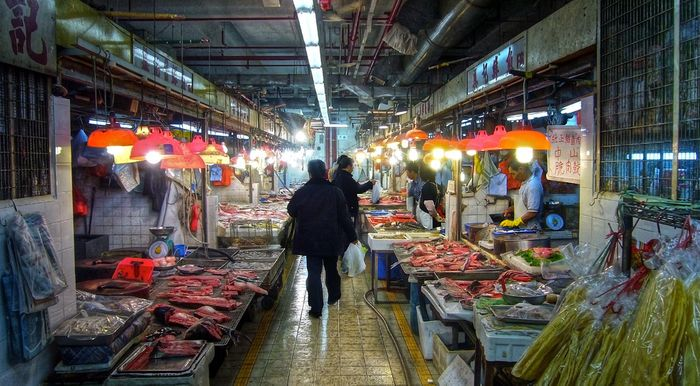 The Sheung Wan market in Hong Kong is full of squid and fish. Photo by Joop/Flickr