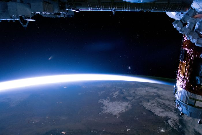 Comet NEOWISE from the ISS / Credit: NASA's Earth Observatory / NASA