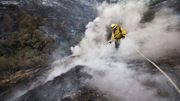 L.A. County firefighter fights the fire on Sunday. Photo: Allen J. Schaben / Los Angeles Times