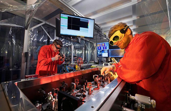 The ultra-sensitive spectrometer and its inventors (LMU/MPI)