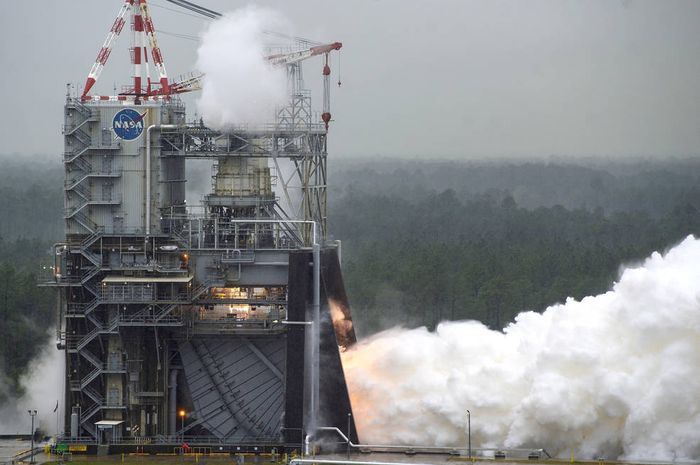 NASA test-fires an RS-25 engine for the SLS rocket.