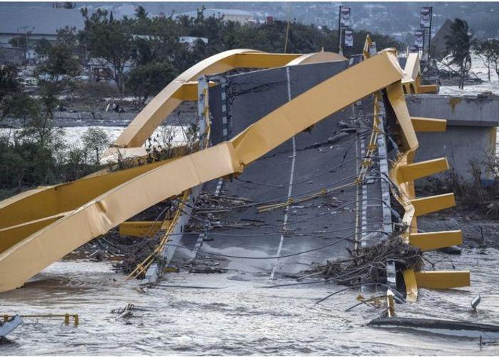 The tsunami left devastation amidst the island. Photo: The Guardian via AFP